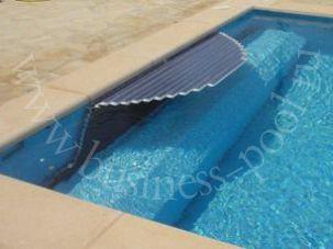 Фото: Расположение вала на дне бассейна со скамьей