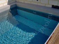 Фото: Подводное размещение вала жалюзи с защитной решеткой в дне бассейна