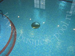 Фото: Донный гейзер в бассейне