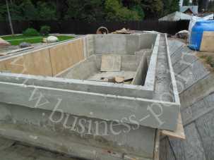 Отлитая чаша из бетона