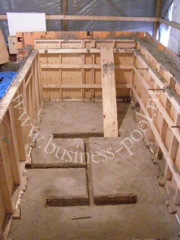 Фото: Второй этап строительства - выставление опалубки