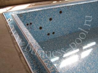 Фото: Отделка мозаикой переливного бассейна